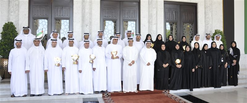 Mansour bin Zayed Honors Winners of the Emirates Award for Human Resources in the Federal Government - Third Session 2016